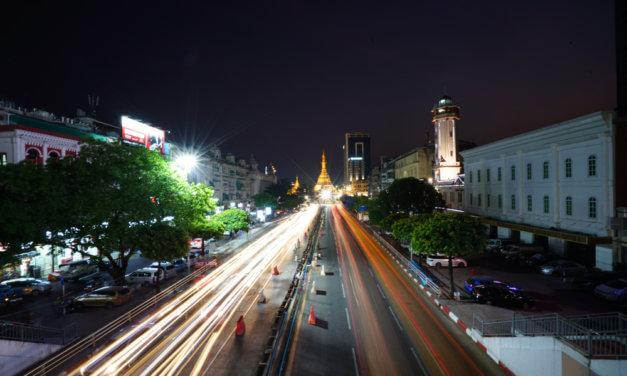 MYANMARSKÝ TRH S AUTY RAPIDNĚ ROSTE