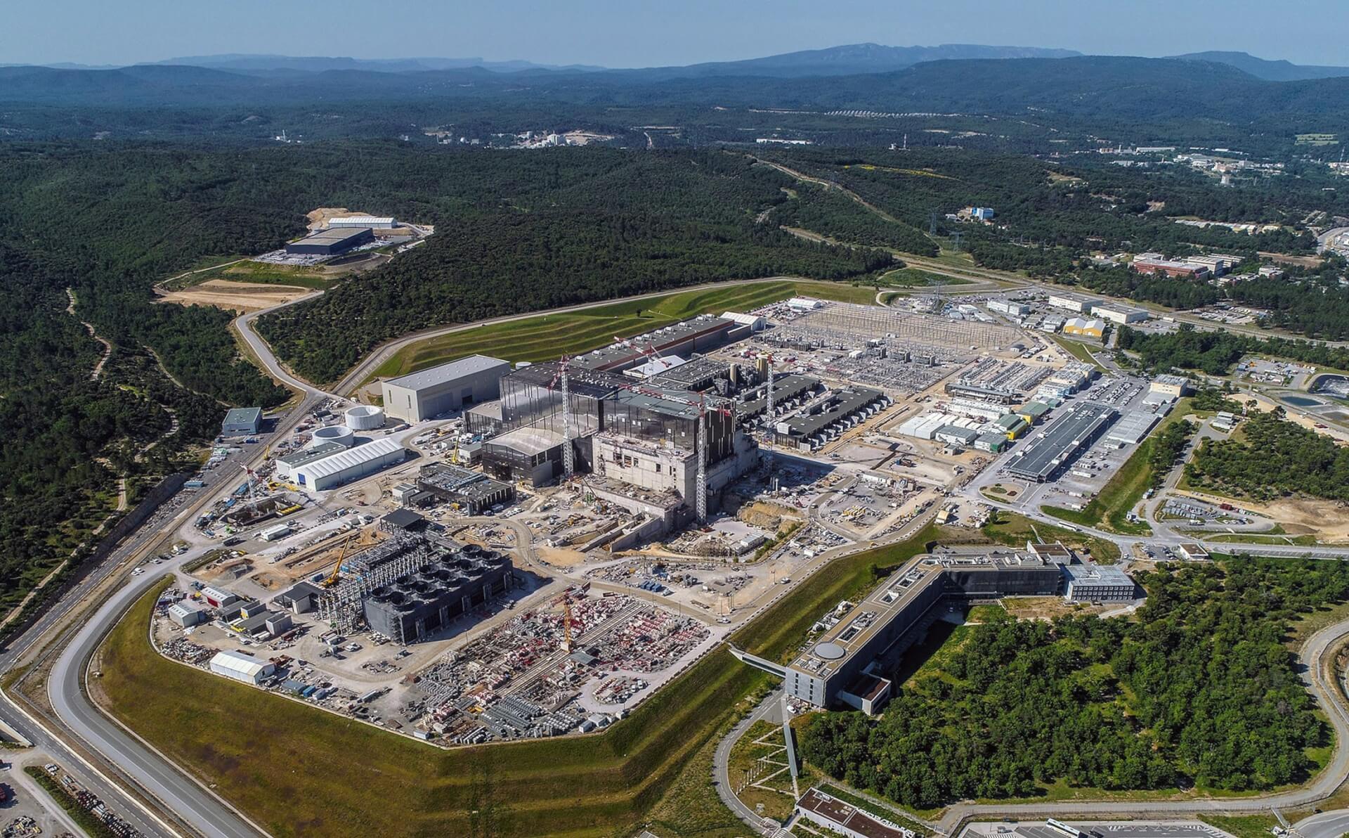 Výstavba mezinárodního tokamaku ITER na jihu Francie. Foto: ITER, Ústav fyziky plazmatu AV ČR