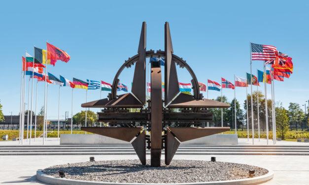 TENDRY NATO: NEJEN VOJENSKÝM SORTIMENTEM ŽIVA JE ALIANCE